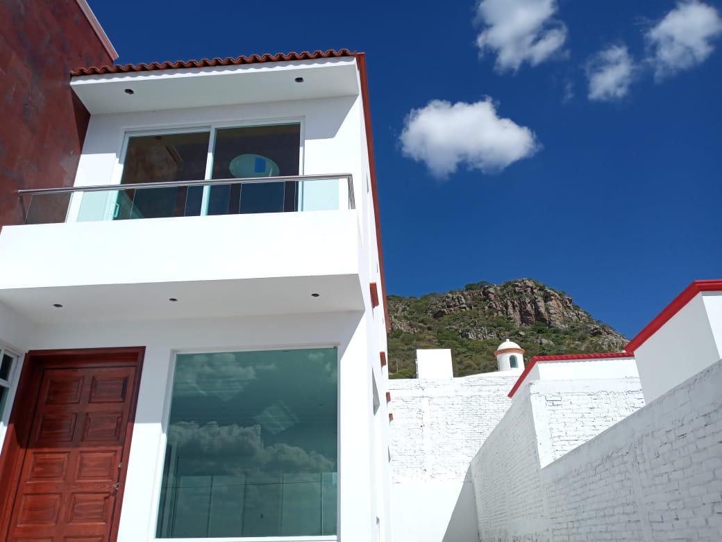 Bella casa con hermosa vista panorámica